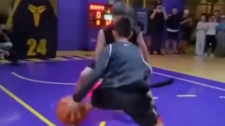 独臂少年单手交叉变化上篮,上帝夺走了他的右臂却用左臂创造奇迹