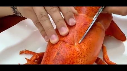 超大的大龙虾,广东小伙打开以后里面满满的黄,简直是人间美味!