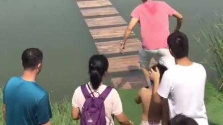 广东大哥你是来搞笑的吧!就你这速度,还敢来玩水上漂