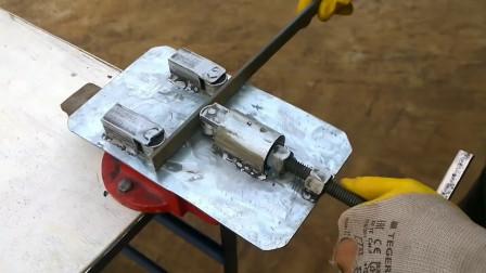老外自制钢条折弯机,钢筋轻松弯成条,网友:师傅您手疼吗?