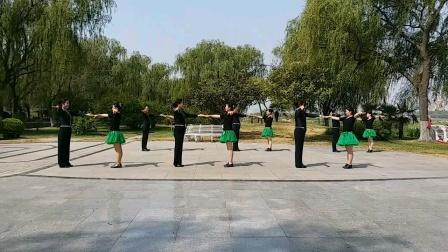 河南洛阳周王城广场队  三步踩《铜CC》