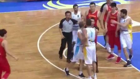 韩德君彻底火了!面对乌克兰男篮恶意推搡+打脸,直接挺身而出!