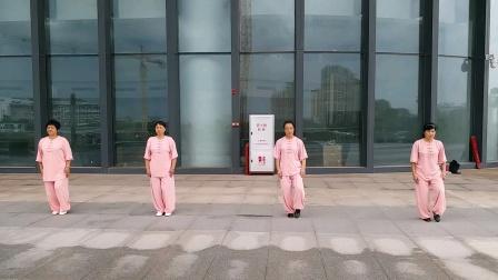 24式太极拳-梅州大剧院(陈露芬陈春梅等)