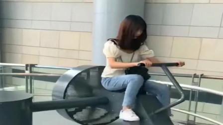 """四川小伙带女友来体验""""驴拉磨""""原理,却没想到这机器,还带涡轮增压!"""