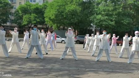 岭上公园剑舞瑛姿团队疫情期间学练健身气功导引养生功十二法(2020.6.7)
