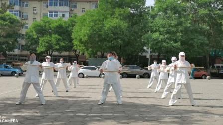 岭上公园剑舞瑛姿团队疫情期间学练健身气功太极养生杖(2020.6)