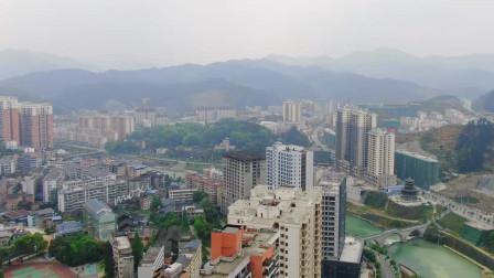 20万人口的小县城,消费就像小香港,坐落在山里也发展得很好
