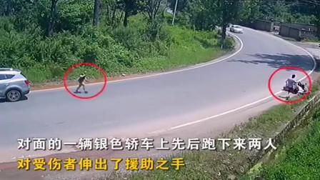 """监控实拍:广东女子遇""""奇葩""""车祸,假如遇到这种情况你会停下来帮忙吗?"""