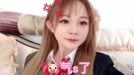 日本女孩换上高中校服,和高中时的妈妈比美,结果惨败