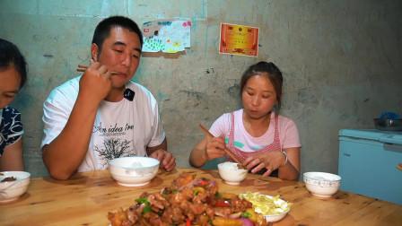 一只鸭子6斤重,桃子姐做啤酒鸭,香气四溢,一家人吃得津津有味