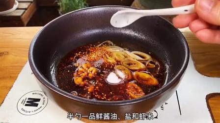 【酸汤水饺】煮好的饺子,蘸满酸酸辣辣的汤汁,超级美味