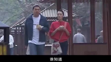 前妻回家:张嘉译路边摊买煎饼,还边走边吃,这就是小人物的幸福