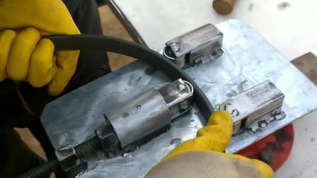 外国师傅自制钢条折弯机,焊接加上切割,师傅你手疼吗!