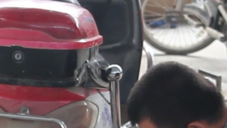 踏板电动车怎么换轮胎,原来比简易款的还轻松,看完视频就能动手