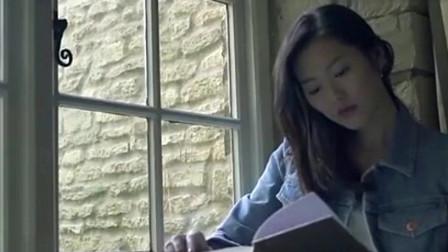 刘雯品茶看书