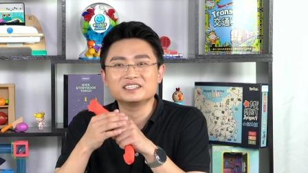 """用橡皮泥和宝宝玩""""拉面游戏"""",锻炼宝宝的手眼协调能力 中国玩博会品质育儿 20200609"""