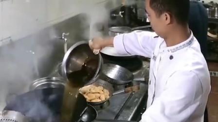 厨师有个不外传的绝活,靠这个让无数人喜欢吃他的菜,到底放了啥呀!