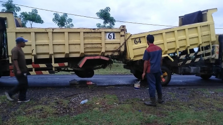 卡车成功拖走事故车,救援车都不用来了,这画面看着太有爱了!