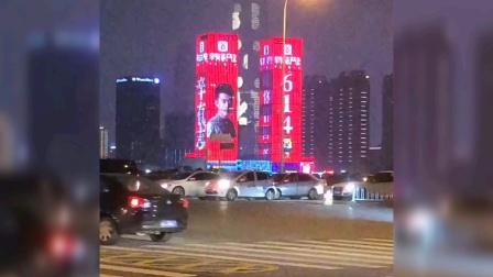 长沙万达广场双屏都是辛巴辛有志6月14号回归的海报,是谁干的