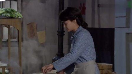 娘心:彩霞没等到明辉,来自己俩个女儿,一脸慈爱地看着她们