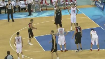 大显身手!中国男篮处在水深火热的时候,杜锋站了出来