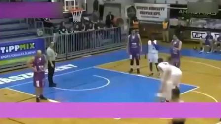 篮球史上最牛罚球,自创灌篮罚球让全场都傻眼了,奥尼尔笑哭了