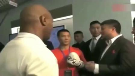 泰森指导中国拳击手,这动作有没有让你想起当年,太经典了!