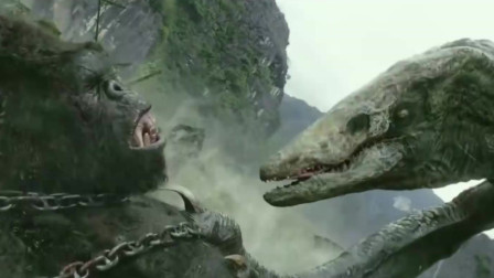 被锁住的金刚大战巨蜥怪,谁会赢到最后呢?
