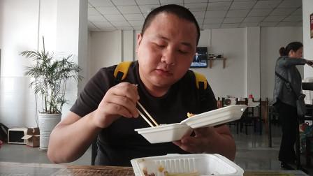 一次性餐盒吃顿堂食快餐