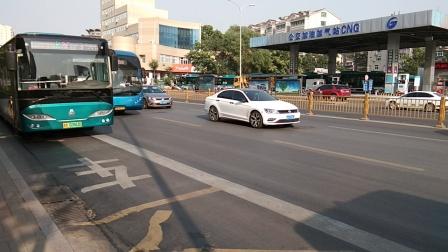 济南公交BRT5路通过洪家楼二分站,30路进洪家楼二分站