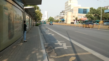 济南公交K118路进洪家楼一分站,B165通过洪家楼一分站