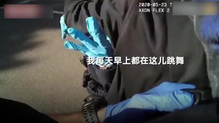 黑人男子路边好端端锻炼,无辜遭警察一把撂倒押上警车!