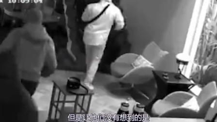 """美国5名武装""""劫匪""""深夜入室抢劫,却被房间内的景象吓到落荒而逃!"""