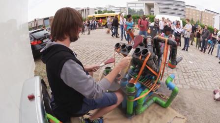 街头牛人用PVC管自制乐器,当他敲响的一瞬间,我就被征服了