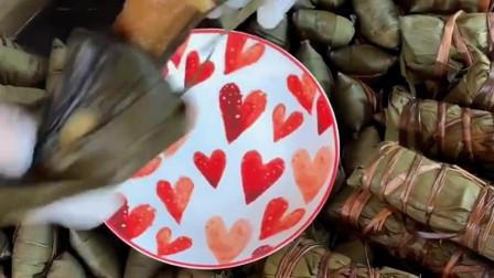 只有广东才有的灰水粽子,颜值看起来是真高,就好像一件艺术品!