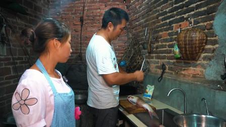 2条草鱼7斤重,做一盆红烧鱼,香气四溢,老公吃得津津有味