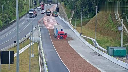 高速路上,这个设计很有用,挽救了无数人性命!
