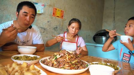 3斤牛肉做一盘泡椒小炒牛肉,川味十足,一家人吃得美滋滋