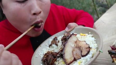 看看胖妹大口吃肉的感觉简直太过瘾了,看得我都饿了
