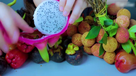 国外美女吃播:吃夏季水果拼盘,荔枝+李子+山竹+火果龙