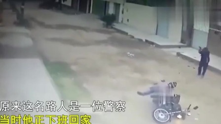 美国一摩托劫匪大白天抢劫路人,却不想对方是警察,结果被反杀致死!