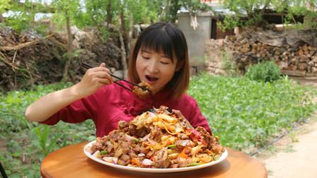 大盘鸡这么吃真叫爽,家养12斤的大公鸡,吃一口直喊娘,太香了