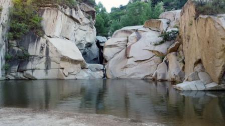 徒步穿越河北易县深山峡谷,探寻网红景点蔡家峪白龙潭,果然漂亮