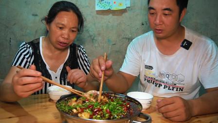 老公买回一条4斤鱼,做一盆豆花沸腾鱼,鱼肉麻辣滑嫩,吃爽了