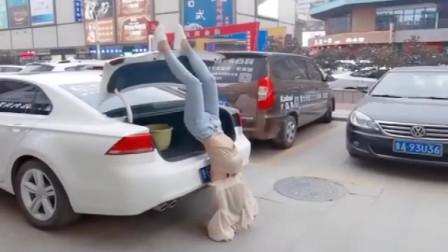 """女司机的出场方式总会给人""""惊喜""""!"""