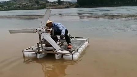 把大风扇装到自己发明的游艇上,效果并不好,谁能给点建议
