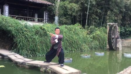 平衡为太极拳第一要义,打拳须脚下有根,心中有衡!黄山老师太极拳演示!
