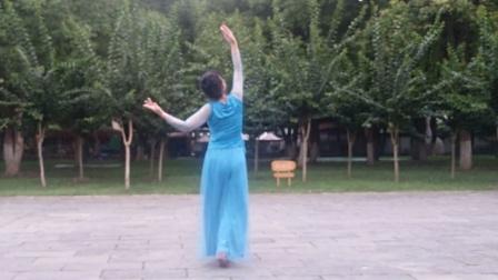 刘满广场舞《你像三月桃花开》背面。编舞:无边老师
