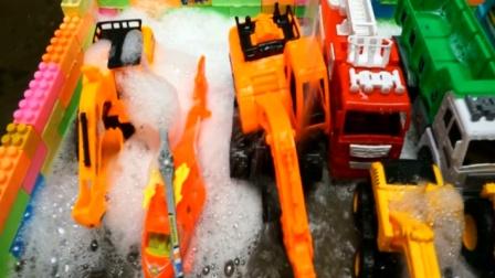 儿童玩具车视频 一起来学习认知各种工程车挖掘机推土机消防车