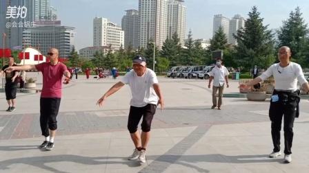 西宁中心广场藏族锅庄视频365《爷爷奶奶》